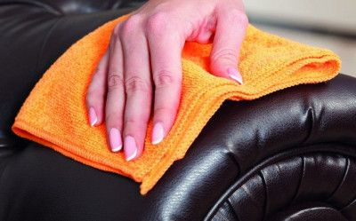 Leather chair cleaner | Scrubbing your leather armchairs